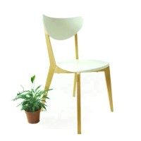 Dining wooden chair of modern style