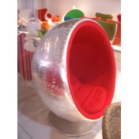 Ball chair in aluminium shell